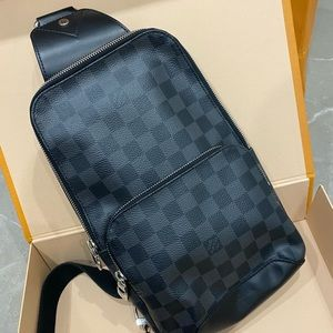 AUTHENTIC Louis Vuitton Avenue sling bag